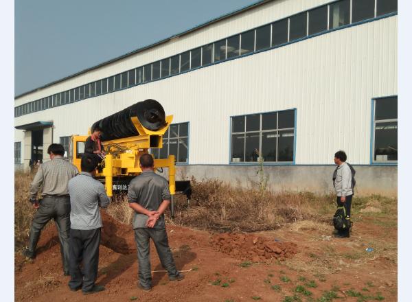 高老板在小型旋挖机厂家考察山东旋挖钻机并再次订购滕州旋挖钻机图片