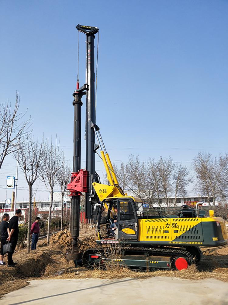20米机锁杆旋挖钻机在山东滕州旋挖机钻厂家试车场景图片展示