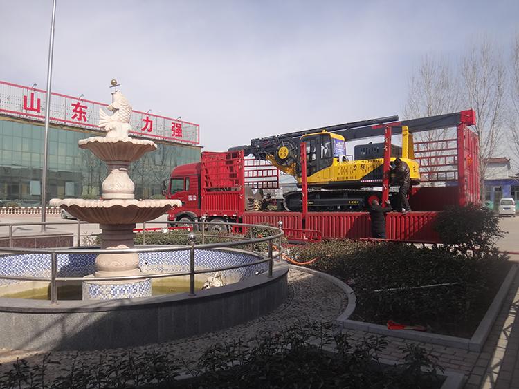 山东旋挖钻机厂家生产的双油缸20米履带旋挖机图片展示