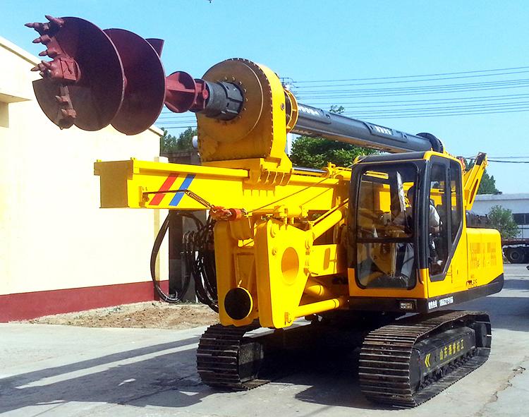 灌注桩施工最高效的设备:轮式小型旋挖机图片