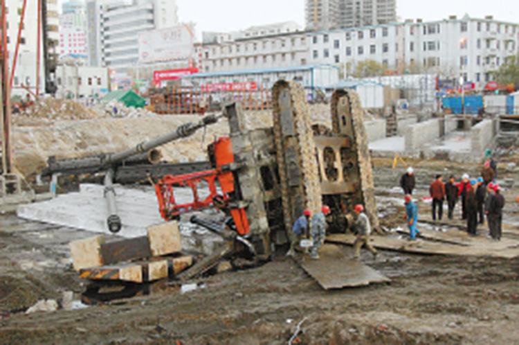 旋挖机翻车事故造成严重的经济损失